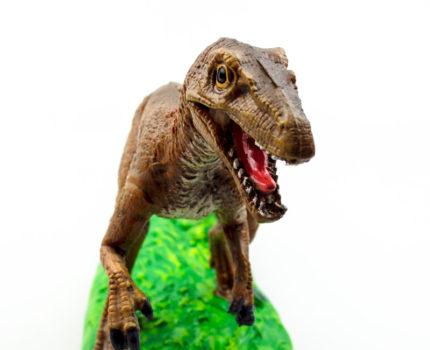 ポリレジン恐竜フィギュア:ヴェロキラプトル