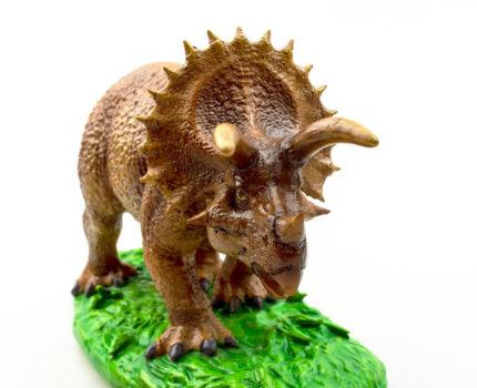 ポリレジン恐竜フィギュア:トリケラトプス